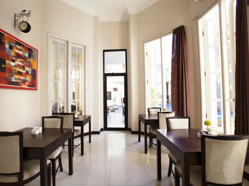 Next Tuban Hotel 8