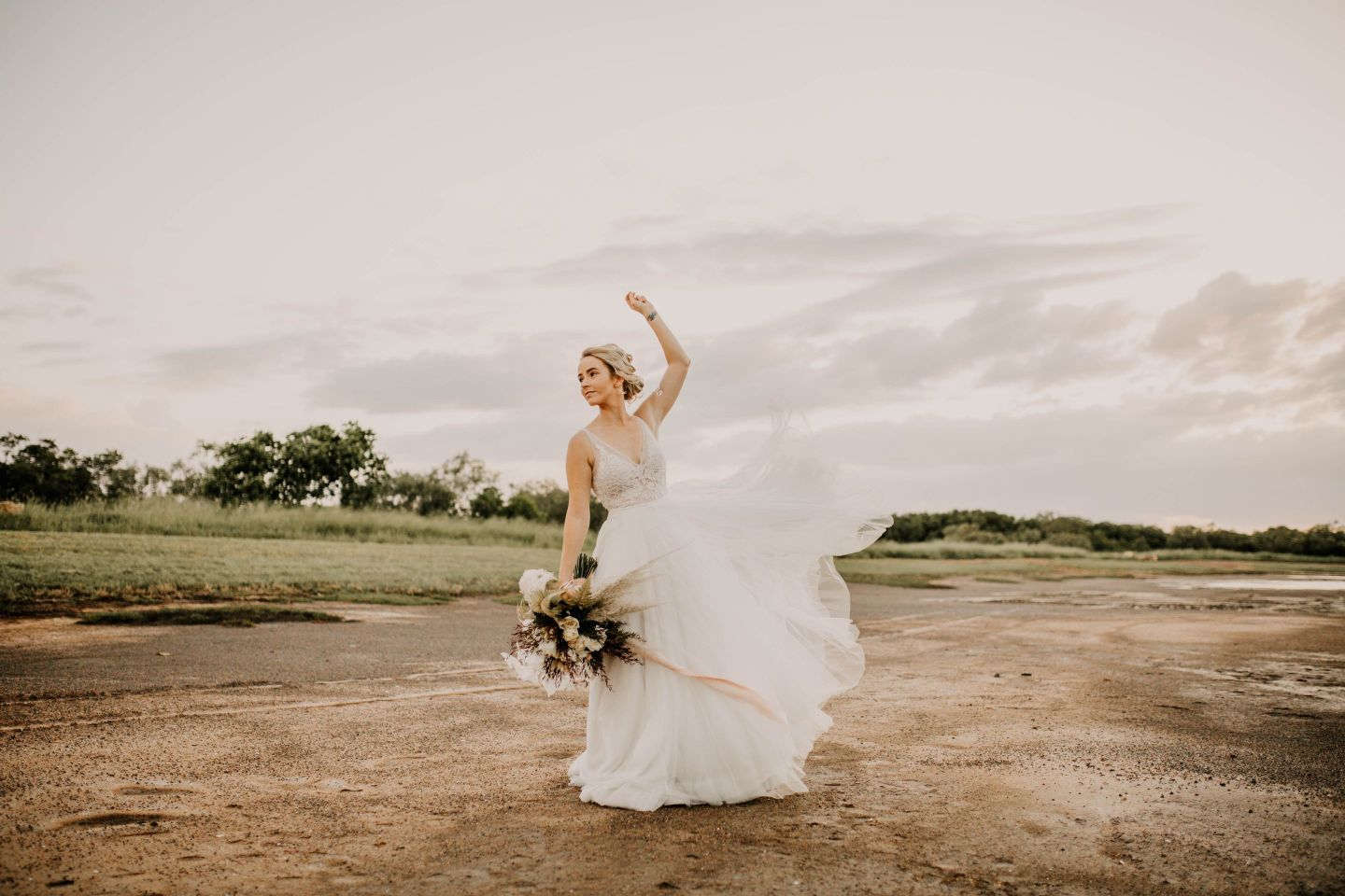 HUNTER AND CO PHOTOGRAPHY BOHO BRIDE TOWNSVILLE BRIDAL GOWN BOUQUET HAIRSTYLE