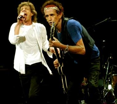 Foto de The Rolling Stones cantando en el escenario