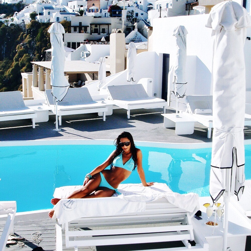 luxury travel blogger and luxury hotels reviews, luxury Santorini hotels and resorts