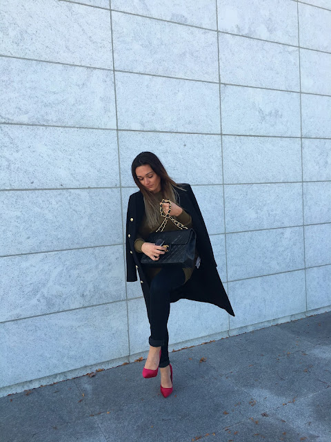 Maxi coat, maxi black coat, zara coat, zara black coat, red pumps, lipstick red pumps, velvet red pumps, velvet pumps, fall outfit, how to wear red pumps, what colors goes well with military green, military coat, top fashion blogger, toronto street style, toronto blogger, streetstyle