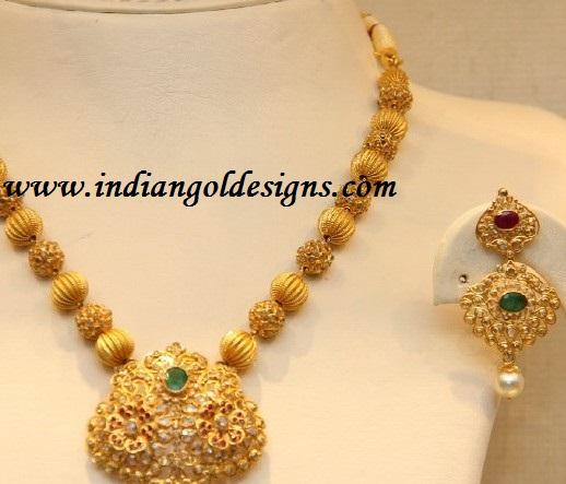 Gold and Diamond jewellery designs Uncut diamond necklace set