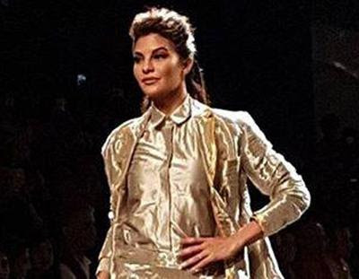jacqueline-fernandez-turns-elegant-showstopper-for-rajesh-pratap-singh
