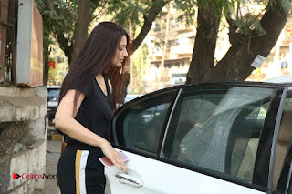 Bollywood Actress Sonali Bendre Spotted in Tracksuit at Spa  0012.jpg