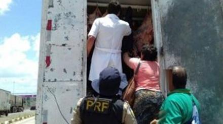 PRF apreende 1,5 tonelada de carne em transporte irregular na BR 324