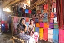 http://www.lomboksociety.web.id/2015/04/6-oleh-oleh-khas-lombok.html