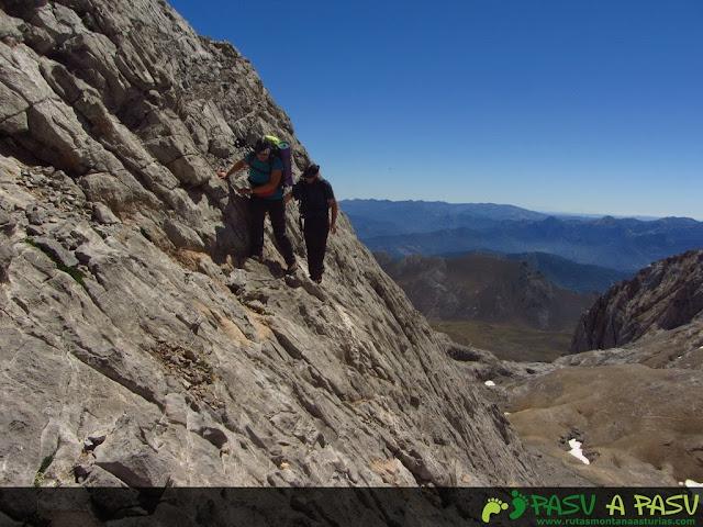 Atravesando la ladera del Tiros Navarro