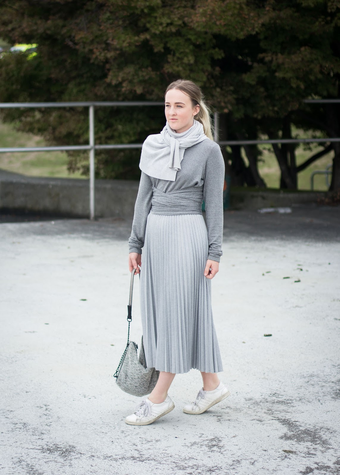 Grey outfit - Monotone style - Canadian Fashion Blogger - Aritzia - Club Monaco