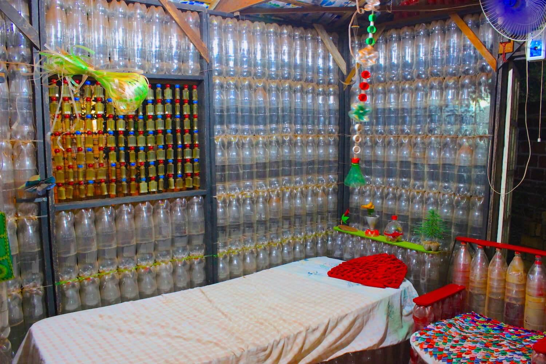 la casa de botellas bottle house room
