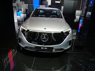 Mercedes EOC 400 electric SUV