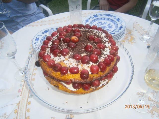 Cseresznyés  ünnepi torta  V-83 üvegtálon