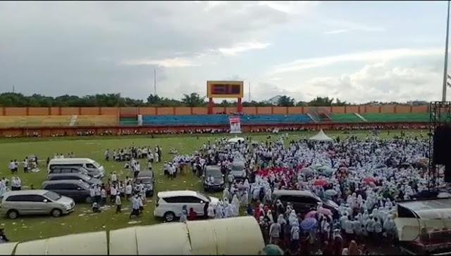 Rumput Rusak, Supporter Madura Bersatu Sesalkan Kampanye 01 di Stadion Pamekasan