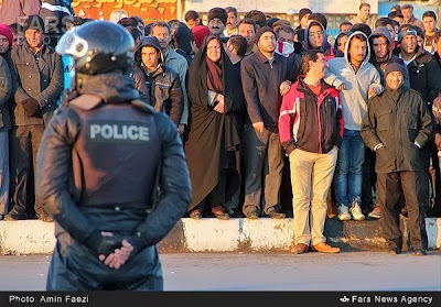 Bystanders watching a public execution in Iran (file photo)