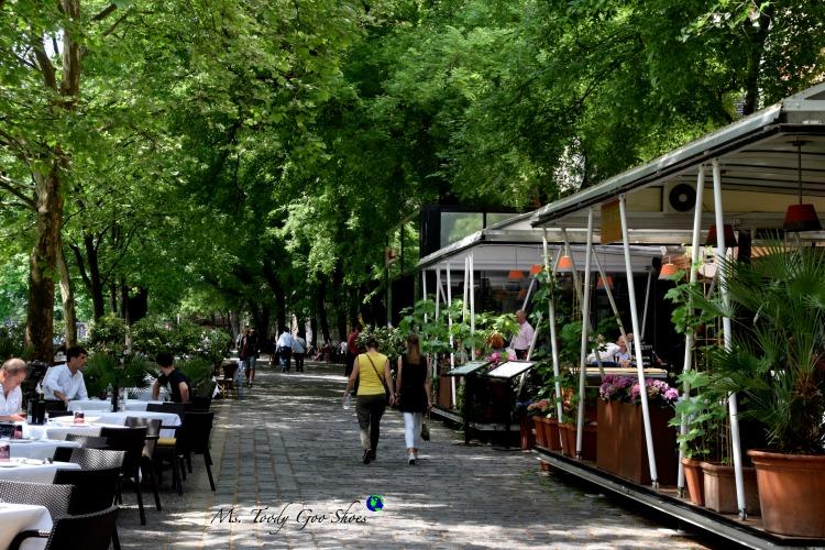 Hviezdoslavovo Square in Bratislava's Old Town | Ms. Toody Goo Shoes #bratislava #slovakia #danuberivercruise