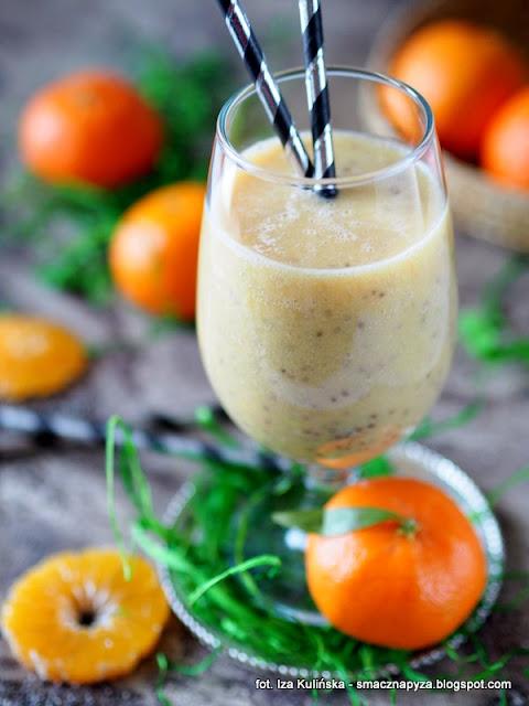 koktajl witaminowy, koktajl owocowy, nasiona chia, szalwia hiszpanska, sniadanie mistrzow, owoce, zmiksowane owoce z chia