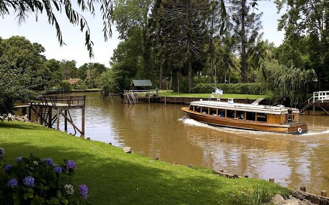 Passeio de barco pelo Rio Tigre no mês de março