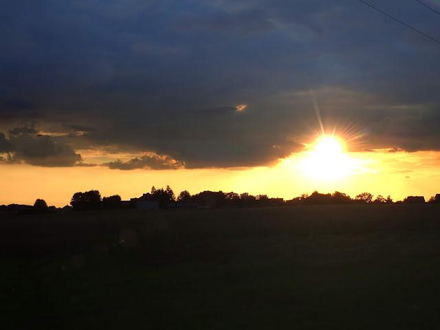 Letni zachód słońca (Polska)
