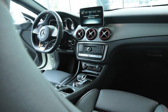 Mercedes AMG CLA 45 4MATIC vận hành mạnh mẽ nhưng rất an toàn