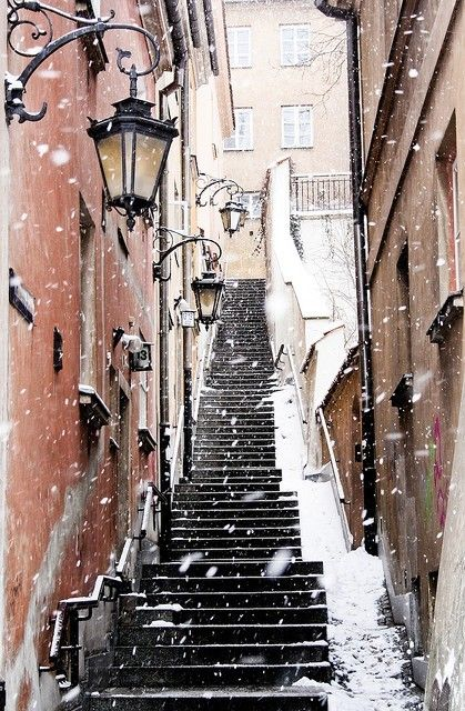 Paris in winter in snow with steep stairs #Pariswinter #FrenchChristmas