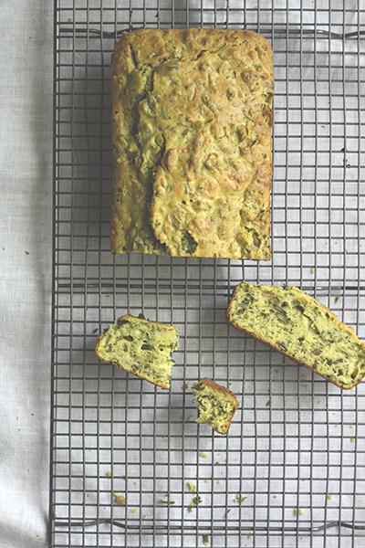 Rucola-Basilikum-Kuchen mit Pinienkernen