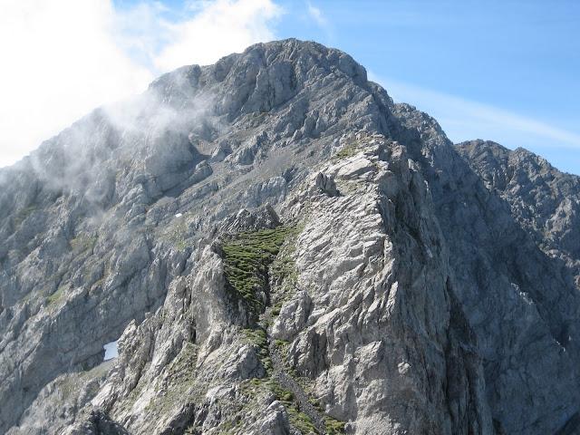 Rutas Montaña Asturias: Vista de la Puerta del Arco y Ubiña