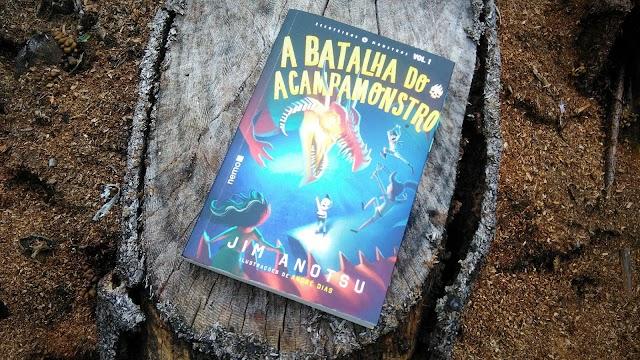 [RESENHA #555] A BATALHA DO ACAMPAMONSTRO - VOL. 01 - JIM ANOTSU