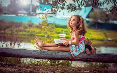 sevimli-küçük-kız-ile-oyuncak ayı görüntüleri