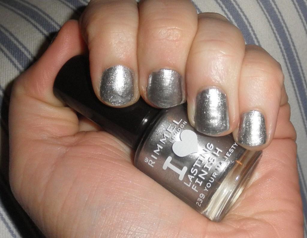 40 Pretty Silver Nail Art Designs | Nail Design Ideaz