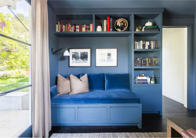 blog Achados de Decoração. Estante azul para sala