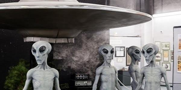 UFO και υπόγειες βάσεις