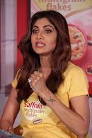 Shilpa Shetty super cute fit in Yellow T Shirt 23.JPG