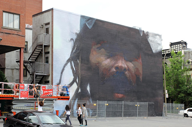 Miami-based painter Axel Void is currently hard at work on a massive artwork located close to the Boulevard Saint Laurent.