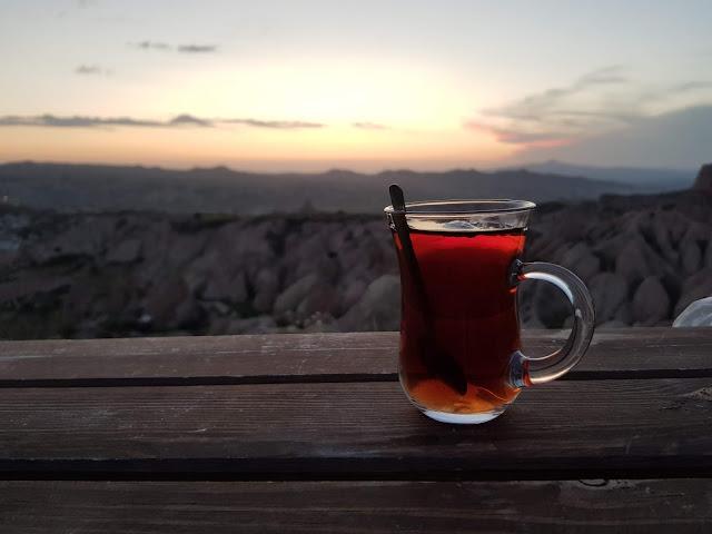 Kizilgukur seyir tepesi-Red/rose valley-Cappadocia-Té turco