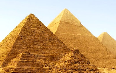 The Great Pyramid At Giza (7 Wonders)