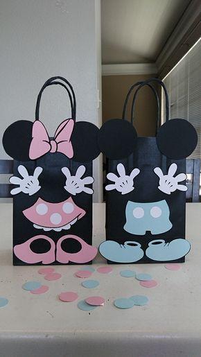 e97f68883 Ideas de cómo decorar bolsas de dulces con temática de Mickie y Minnie  Mouse. Souvenirs para cumpleaños