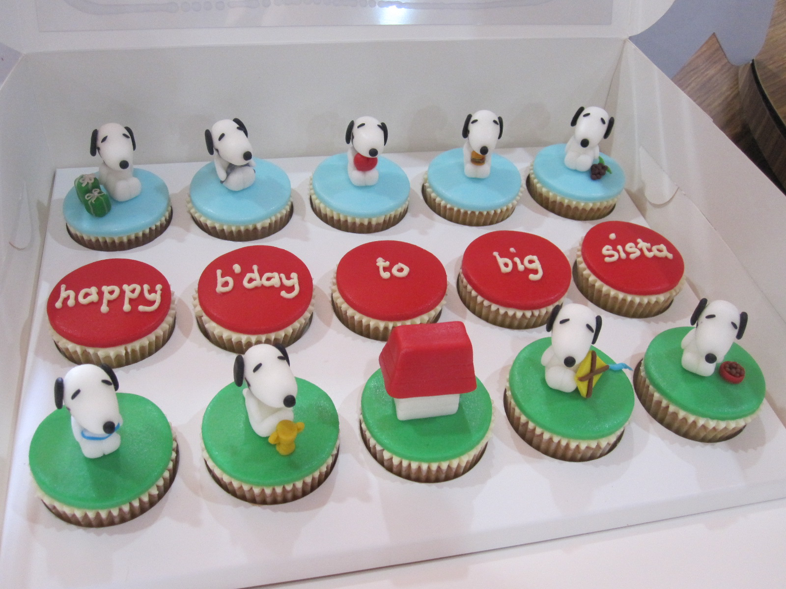 Snoopy Cupcakes Cake Ideas And Designs