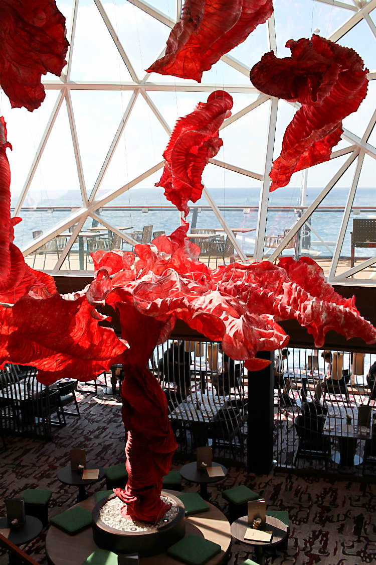 Peter Gentenaar's Autumn Tree sculpture an Bord der Mein Schiff 5 von Tui Cruises | Arthurs Tochter kocht. Der Blog für Food, Wine, Travel & Love von Astrid Paul
