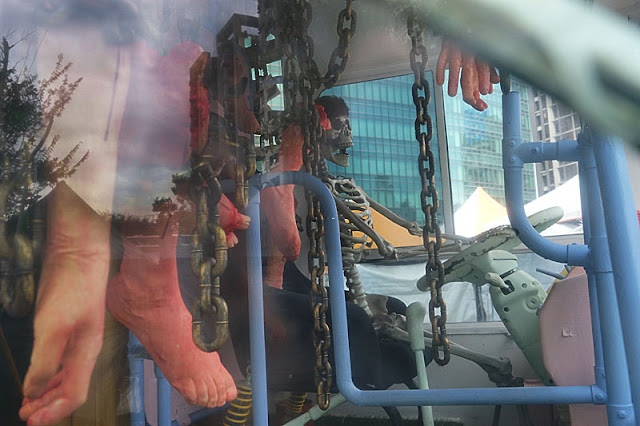 DSC05988 - 勤美綠園道恐怖巴士來襲│吸血鬼的棺材、骷髏人監獄與胯下往後看的俏皮鬼
