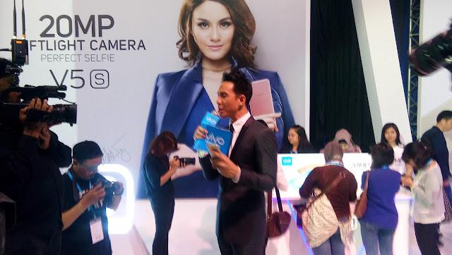 VJ Daniel naapk bersemangat memandu jalannya acara di Experience Zone Acara Vivo V5s Launch