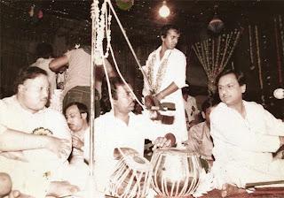 Mainu Yaar Manuano Fursat Nahin Live by Nusrat Fateh Ali Khan