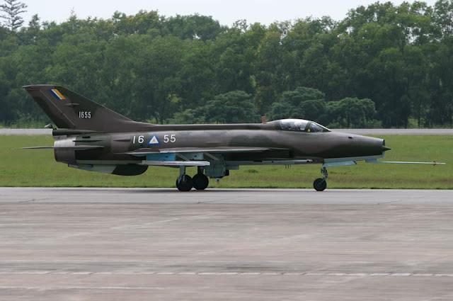 ေမာင္လူေပ - F-7 ဂ်က္တိုက္ေလယာဥ္ ပ်က္က်တယ္ဆိုလို႔