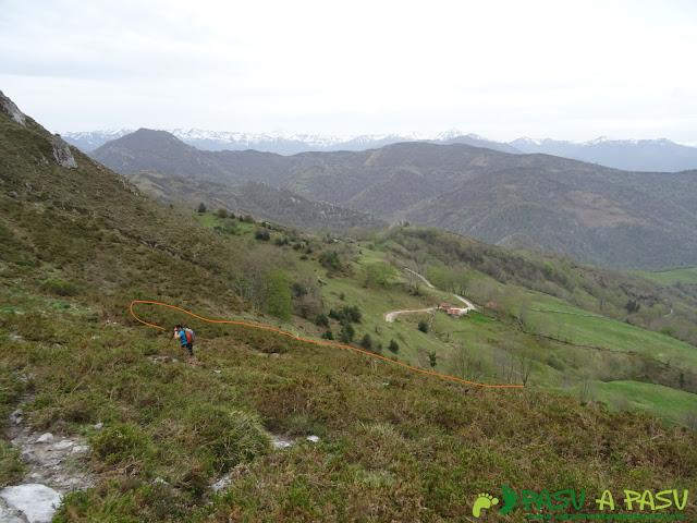 Subiendo al Pico Facéu por el sendero