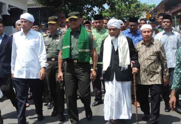 Taktik Cerdas Panglima TNI Berhasil Membongkar Antek-antek PKI ke Hadapan Rakyat