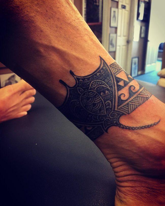 tatuaje de brazalete de mantarraya