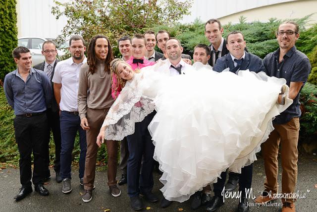 photo de groupe fun la mariée et les copains