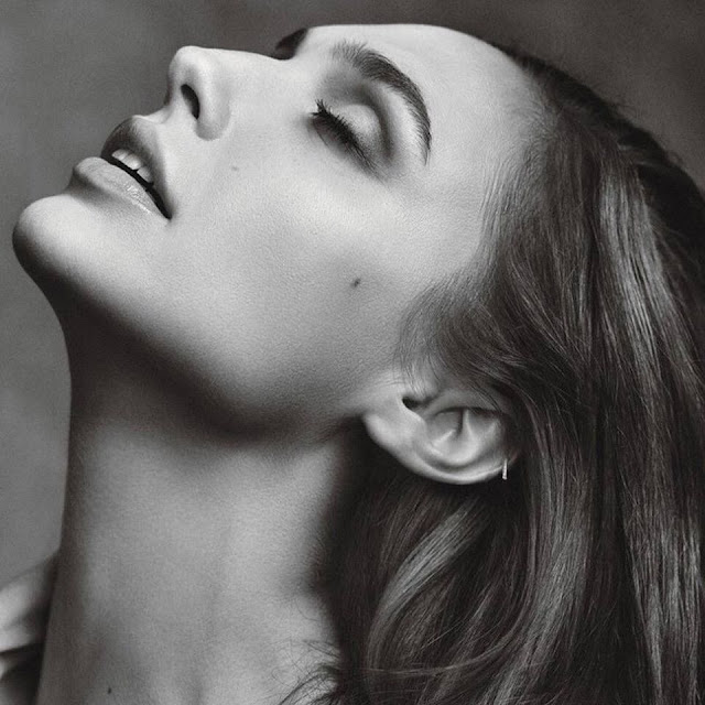 Gal Gadot husband, age, feet, family, body, nationality, married, weight, house, wonder woman, movies, hot, boyfriend, photoshoot, photos, swimsuit, fast furious, video, smile, film, news, model, lingerie, new upcoming movies, batman v superman, figure, motorcycle, muscle, ducati, singing, website