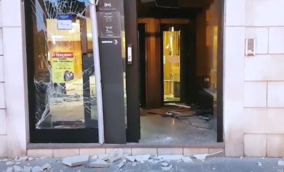 Ultimora Foggia Fatto Esplodere Bancomat Della Banca Popolare Di