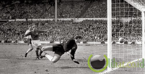 Gol hantu Geoff Hurst, Jerman Barat vs Inggris (1966)