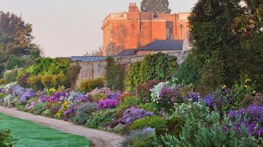 La cálida belleza de los jardines ingleses en otoño
