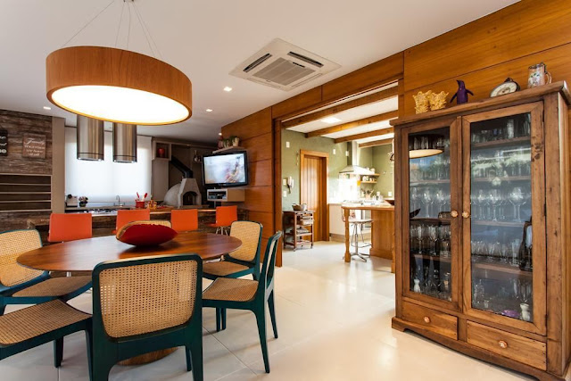 cupboard- decoration- in- the- dining- room